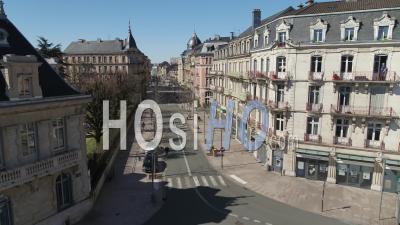 Rue Vide, Belfort, France, Pendant La Pandémie De Covid-19 - Vidéo Drone