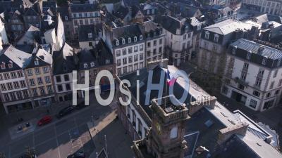 Survol Au-Dessus Des Rues Vides Autour De L'hôtel De Ville De Morlaix Pendant La Quarantaine Covid 19, Morlaix, Finistère, Bretagne, France
