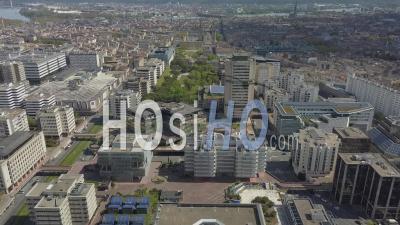 Quartier Meriadeck Dans La Ville De Bordeaux Pendant Covid-19, France - Vidéo Drone