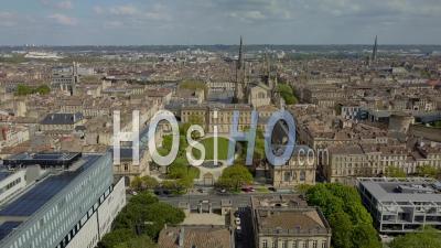 Hôtel De Ville Et Quartier De Meriadeck Dans La Ville De Bordeaux Pendant Covid-19, France - Vidéo Drone