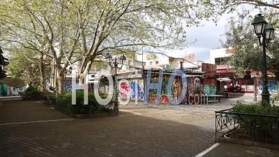 Déserté Avissinias Square, Monastiraki, Confinement Dans Le Centre-Ville D'athènes, Grèce