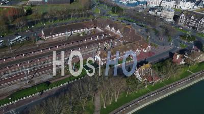 Gare De Deauville Sous Confinement Covid19 - Vidéo Par Drone