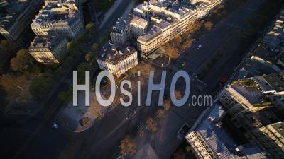 Place De L'etoile Et Arc De Triomphe à Paris Pendant Le Confinement De Covid-19 - Vidéo Par Drone