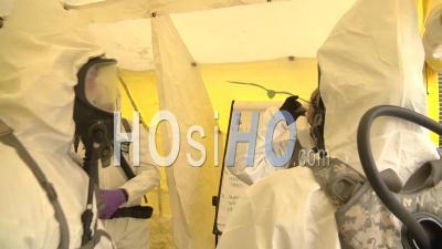 2020 - Des Soldats Et Des Aviateurs De La Garde Nationale Du Wisconsin Dispensent Une Formation En Vue D'une éventuelle Réponse Au Virus Corona Covid-19.