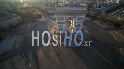 Place De L'etoile Et L'arc De Triomphe à Paris Pendant Le Confinement Vidéo Covid-19