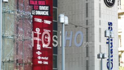 Centre Commercial Italie Deux Vide