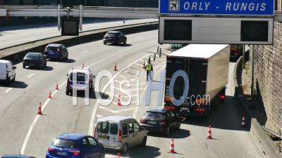 Covid 19- La Police Contrôle L'accès à L'autoroute Sud