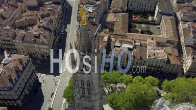 Vue Aérienne, Bordeaux, Quartier De La Mairie Et De La Cathédrale Saint-André - Vidéo Drone
