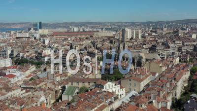 Marseille Ville De La Place Jean-Jaurès En été, France - Séquence Vidéo De Drone