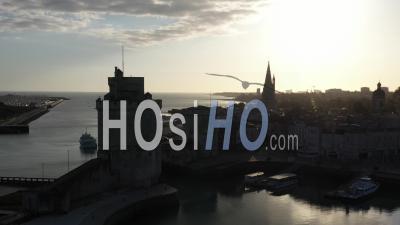Vieux Port De La Rochelle Pendant L'épidémie De Covid-19 – Video Par Drone