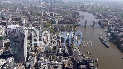 Ville De Londres, Tour De Londres, Tower Bridge, Pendant Le Confinement De Covid-19, Londres Filmé Par Hélicoptère