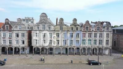 Boutiques Fermées De La Grande Place D'arras Pendant Le Confinement En Raison De Covid-19 -Video Par Drone