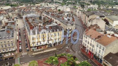 Passage De La Parade Du 1er Mai, Place D'aine - Vidéo Drone