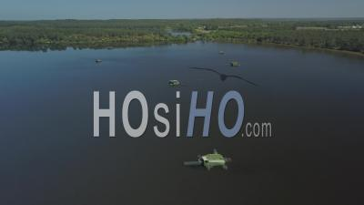 Vue Aérienne De Tonnes Pour La Chasse à La Sauvagine - Vidéo Par Drone