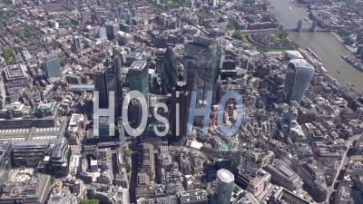 City Of London Towers En Regardant Vers Le Sud Pendant Le Confinement Du Au Covid-19, Londres Filmé Par Hélicoptère