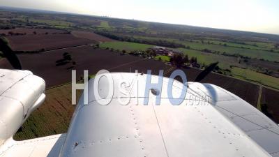 Piper Pa-34 Seneca Atterrissant à L'aéroport De Stapleford, Filmé Par Pa-34