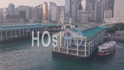 Terminal Central De Hong Kong Star Ferry Et Front De Mer Dans Le Centre-Ville Du Centre-Ville. Vidéo Aérienne Par Drone
