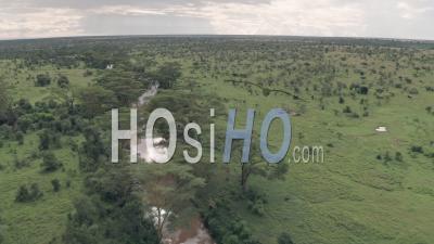 Vue Aérienne Par Drone Vue Sur La Rivière Dans Un Paysage De Paysage Africain à Laikipia, Kenya