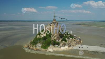 Aerial View Of The Lockdown In Mont Saint-Michel - Photo Drone