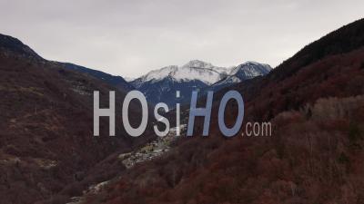 Images Aériennes De La Montagne Du Grand Bec, Près De Courchevel, Filmé Par Drone, Savoie, France