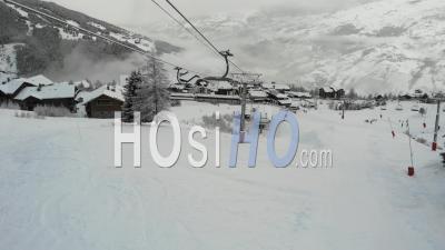 Station De Ski Fermée Dans Les Alpes Françaises - Vidéo Prise Par Drone