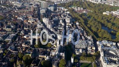 Victoria, Buckingham Palace Et Parliament Square, Londres, Filmé En Hélicoptère