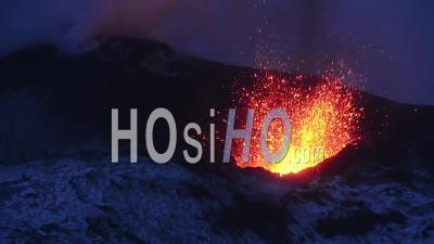 Éruption Du Volcan Tolbachik Au Kamtchatka, à L'est De La Russie