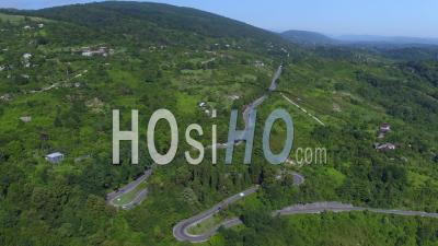 Vue Aérienne De La Route De Montagne Serpentine - Vidéo Par Drone