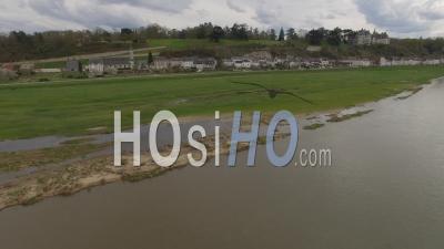 Chaumont Sur Loire Et Son Château Au Prinptemps - Vidéo Drone