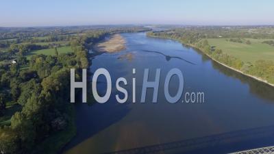 Pont Du Bras Des Lombardières Sur La Loire, Vidéo Drone En Automne'