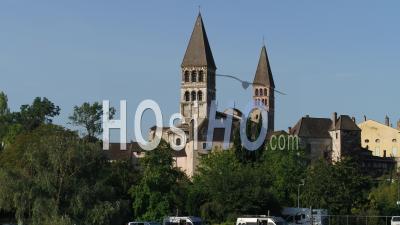 Abbaye Saint-Philibert De Tournus - Vidéo Par Drone