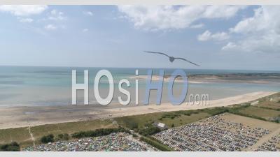 Le Festival De Musique Chauffer Dans La Noirceur Pendant L'été En Normandie - Vidéo Par Drone