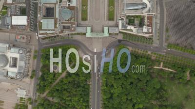 Aerial Overhead Top Down View Of Empty Brandenburg Gate In Berlin Central During Coronavirus Covid-19 Pandemic And Stay At Home Regulation In May 2020 - Video Drone Footage