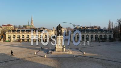 Statue De Stanislas Leszczynski Derrière Et Place De La Carrière - Vieille Ville De Nancy - Vidéo Par Drone