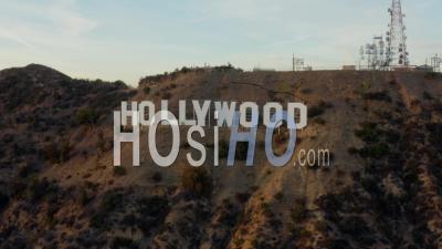 Vol Au-Dessus Du Signe D'hollywood, Lettres Révélant Ce Qu'il Y A Derrière Au Coucher Du Soleil, Los Angeles, Californie 4k - Vidéo Par Drone
