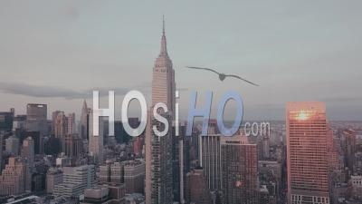View Of Empire State Building At Dawn In Purple Light 4k - Video Drone Footage