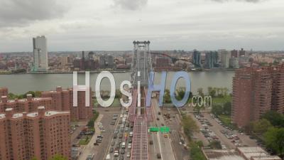 Vue Par Drone D'embouteillage De Véhicules Sur Le Pont De Williamsburg En Provenance Du Quartier De Williamsburg à New York City 4k - Vidéo Par Drone
