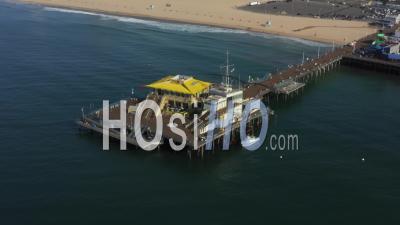 Surplombant La Jetée De Santa Monica à Los Angeles, Californie, Ensoleillé, Ciel Bleu 4k - Vidéo Par Drone