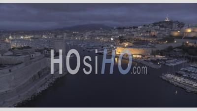 Vieux-Port De Marseille Et Principaux Monuments Au Coucher Du Soleil - Vidéo Drone