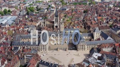 Lieu De Libération Place Avec L'hôtel De Ville - Vidéo Par Drone