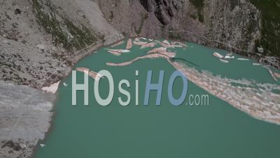 Lac Des Béraudes Dans La Chaîne De Montagnes Des Cerces, Hautes-Alpes, France, Vidéo Par Drone