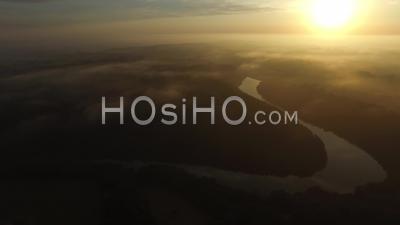Panoramique Au Lever Du Soleil Sur Campagne Bretonne, Vidéo Drone