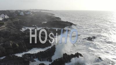 Tempête Grosse Vague France Bretagne Batz-Sur-Mer Sur Mer – Vidéo Par Drone