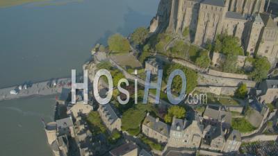 Mont Saint Michel En Grand Coup Maree Haute, Vue Par Drone
