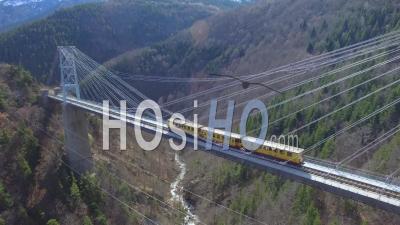 Petit Train Jaune Sur Le Pont Gisclard, Vidéo Drone