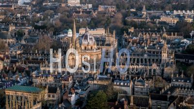 Caméra De Radcliffe, église Universitaire De St Mary La Vierge, Oriel College Et Clarendon Building, Oxford- Vidéo Drone