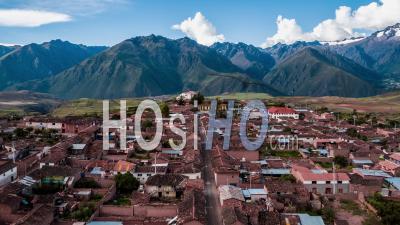 Maras, Vieille Ville De La Vallée Sacrée, Région De Cusco Par Drone
