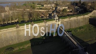 Vue Aérienne, Citadelle De Blaye, Site Du Patrimoine Mondial De L'unesco En Gironde, France - Vidéo Drone